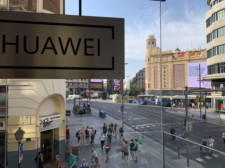 Huawei reportedly plans massive US layoffs – CNET