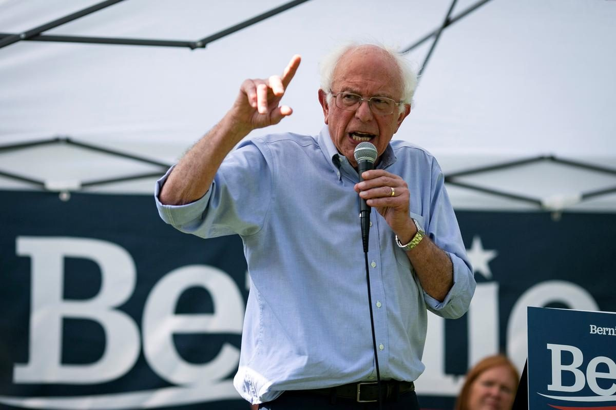 U.S. presidential candidate Bernie Sanders takes aim at corporate media, tech giants