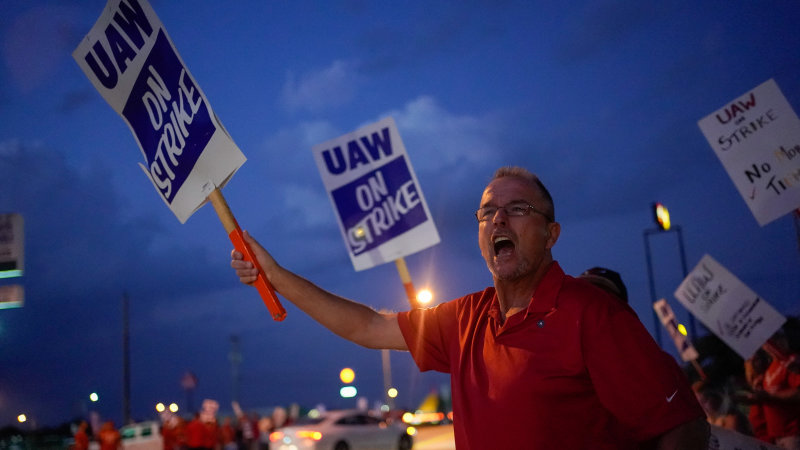 GM strike now effecting car owners, dealers, workers in Canada and Mexico