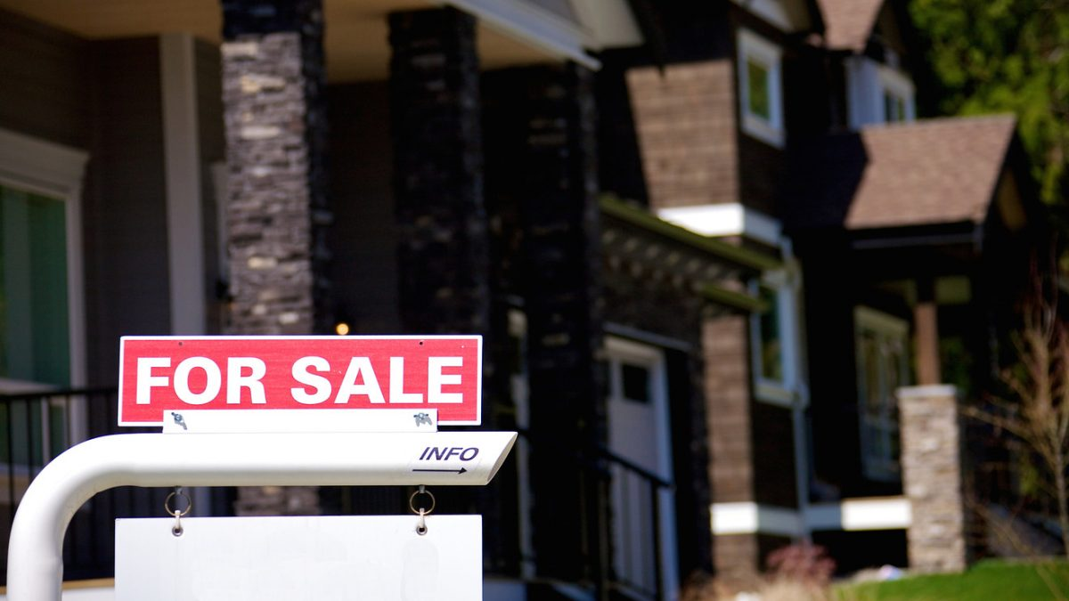 Economic Report: Forget slump in new-home sales in July. Falling mortgage rates are reviving housing market
