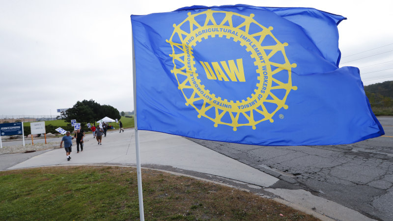UAW negotiations with GM now focused on wages and pensions
