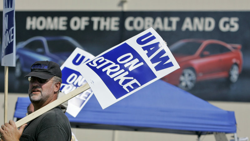GM workers from closed plants urge no vote: 'Your plant can be shut down at any time'