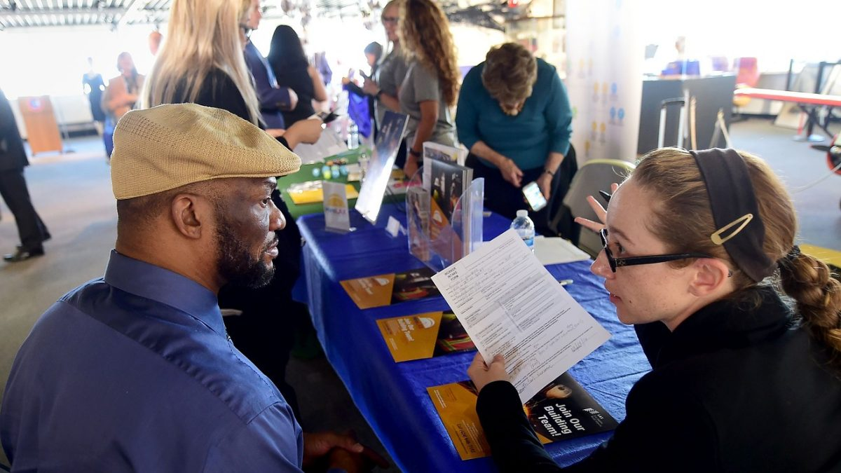 Economic Report: New U.S. jobless claim fall slightly to 216,000 in late January