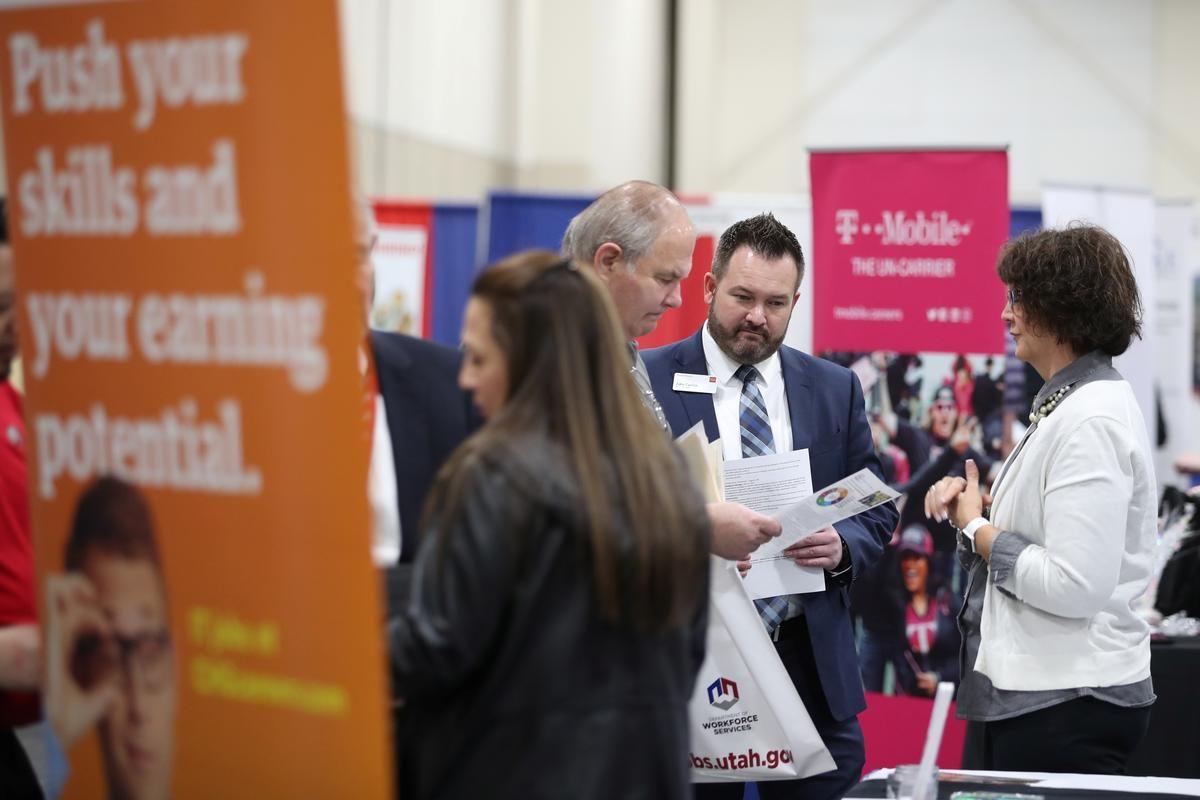 Robust U.S. job growth boosts economy as coronavirus rages