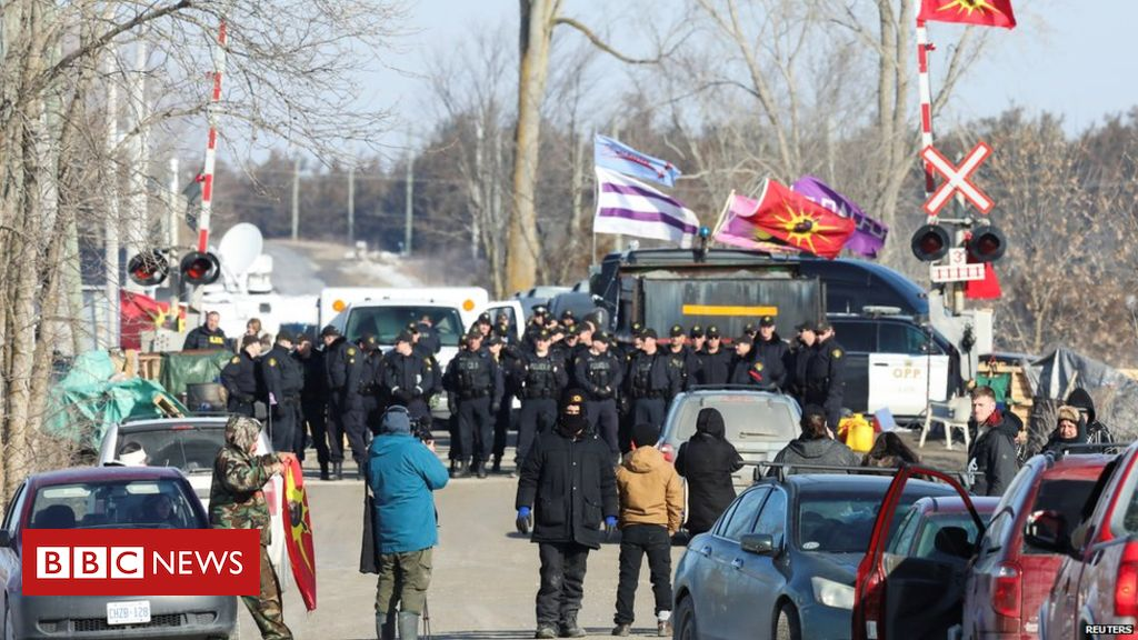 Canada police move to clear rail blockade at Tyendinaga – BBC News