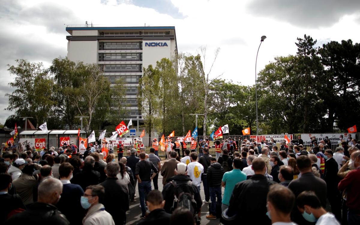 'Revolting' – French workers at Nokia-owned plant protest layoffs – Reuters